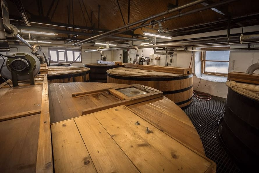 The six washbacks at Ardbeg are filled with 23,000 litres of wort. This is roughly 3/4 full to allow the wort to rise during the fermentation process (like the process of bread rising during prooving). Washbacks have been known to overflow their yeasty contents - the smell and clean up must be awful.