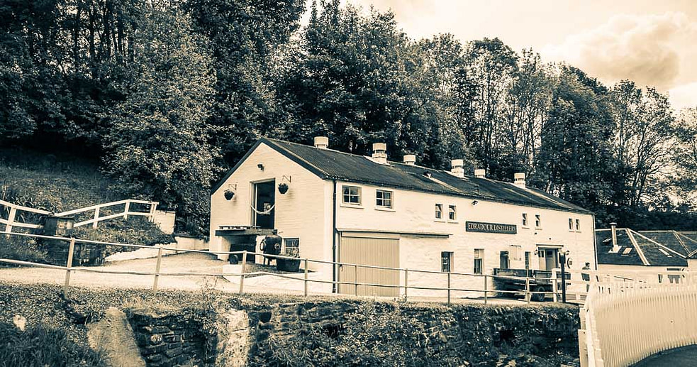 This building houses almost the entire Edradour Distillery whisky making operation - the mill, mash tun, washbacks and stills. The square worm tubs are behind.